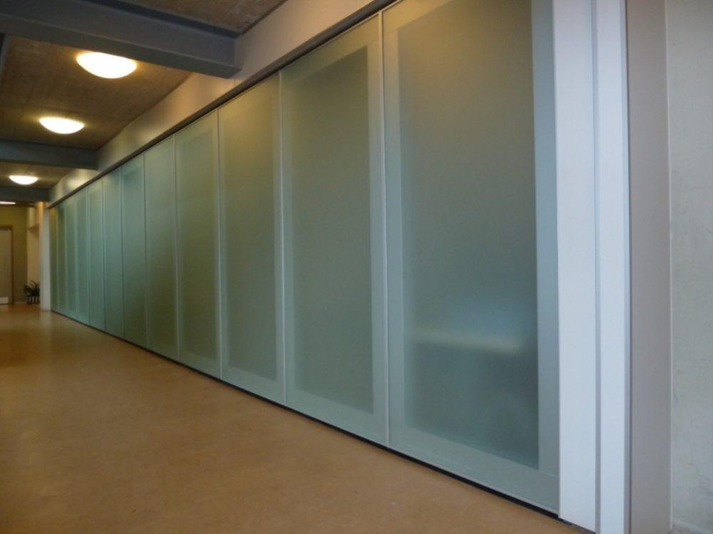 murs mobiles vitrés acoustique - cloison mobile verre sablé