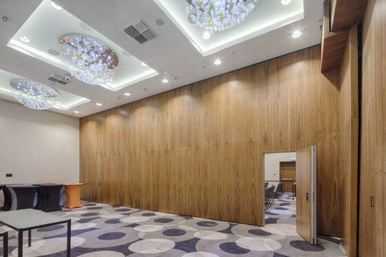 Mur mobile acoustique pour espace modulable