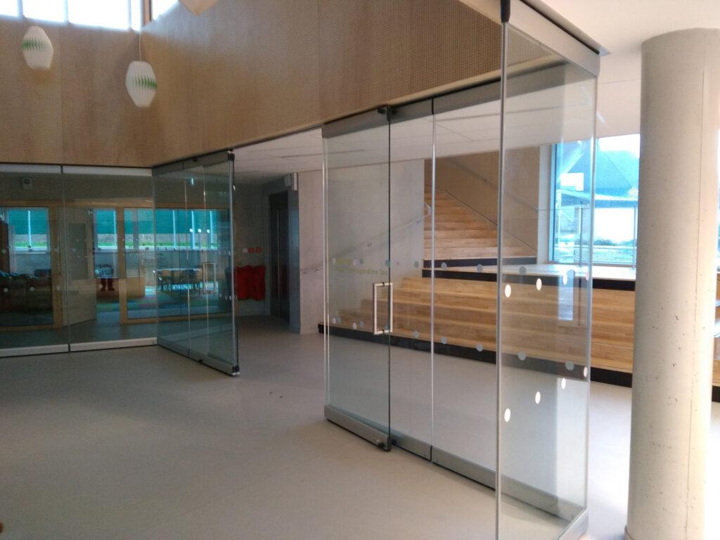 cloisons mobiles vitrées avec porte - mur mobile vitré G3000