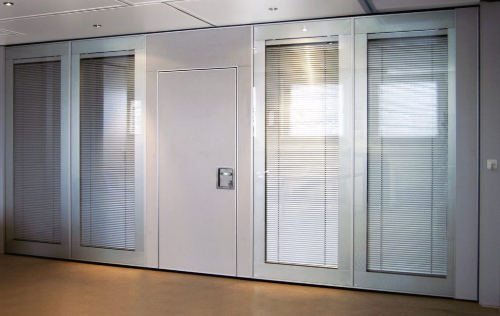 murs mobiles vitrés acoustiques avec store - stores vénitiens entre cloisons vitrées