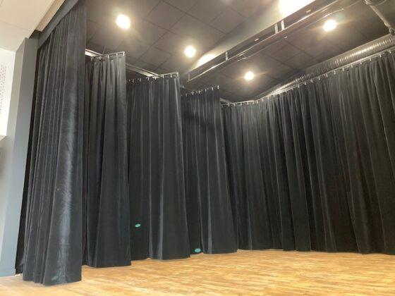 rideau velours pour scène - rideau de scène en velours